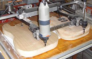 Fräsen des Gitarrenbodys mit dem Pantograph
